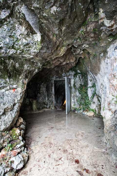interni grotta di bossea 14